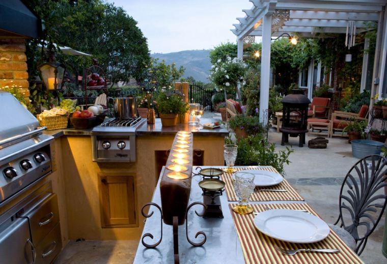mesa-exterior-con-velas
