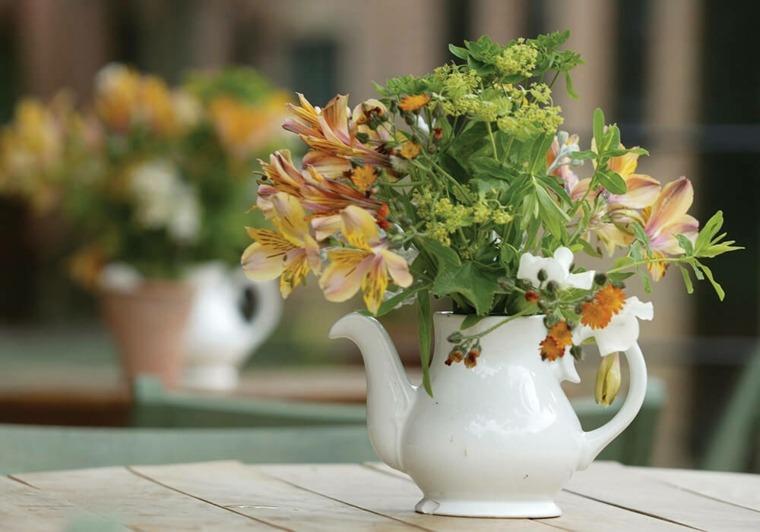 mesas de jardin-decoracion-flores