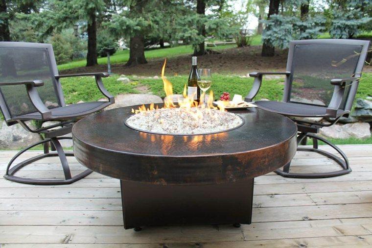 mesas de jardin-decoradas-fuego