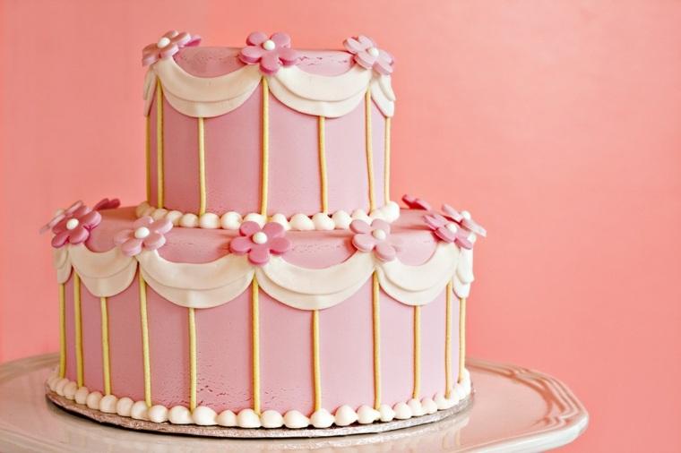 pastel-cumpleanos-nina-dos-pisos-decorado-flores-rosa