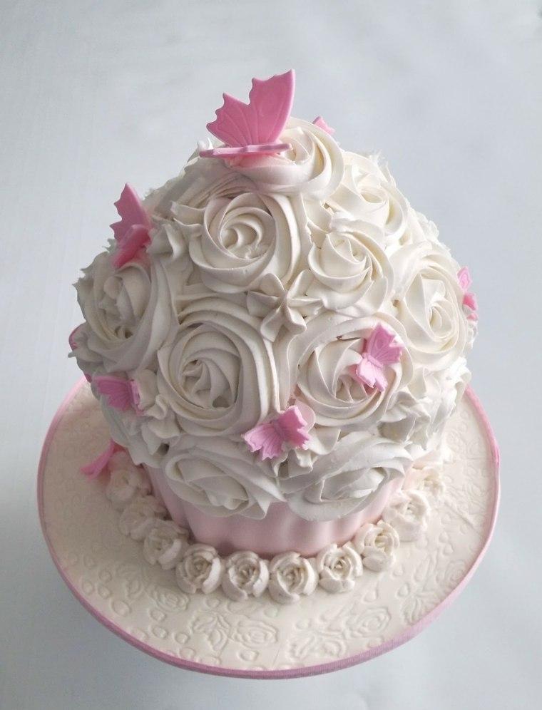 pasteles-ninas-forma-magdalena-color-blanco-crema-ideas