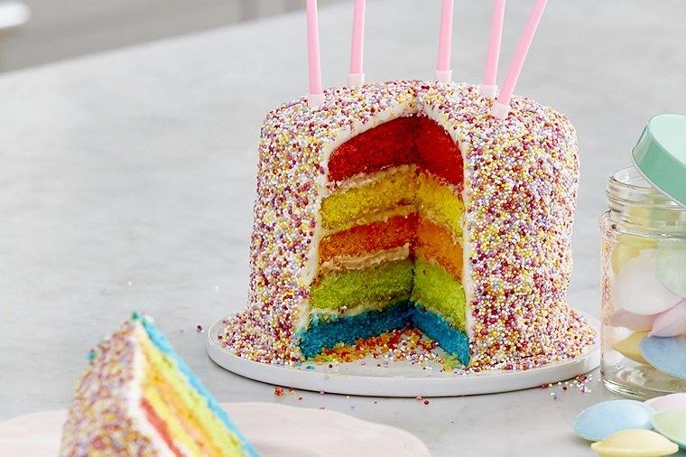 pasteles para niñas-capas-distintos-colores-velas-rosa