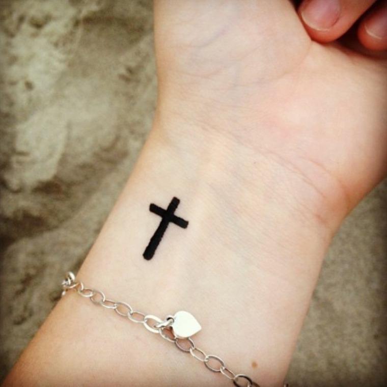 diseño de tatuaje de cruz