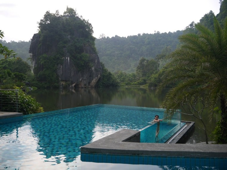 piscina-pared-transparente