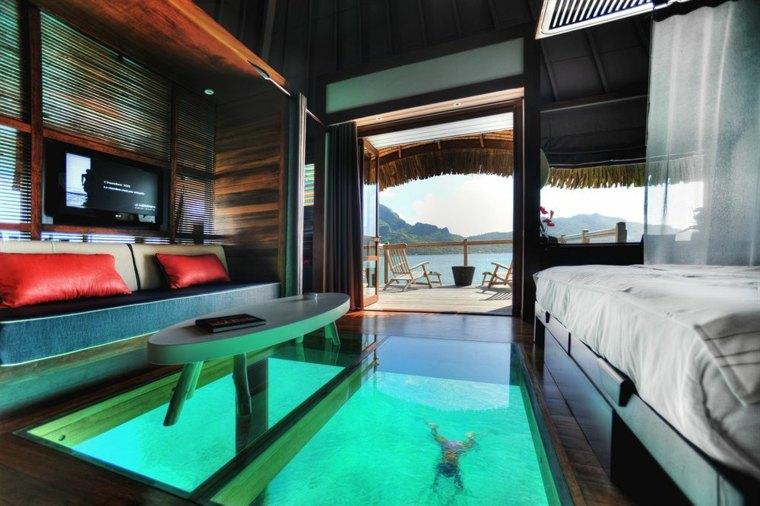 piscina-transparente-en-el-sotano