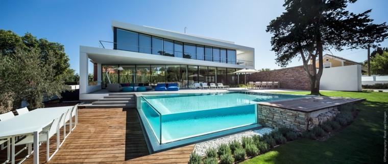 piscina-transparente-en-jardin
