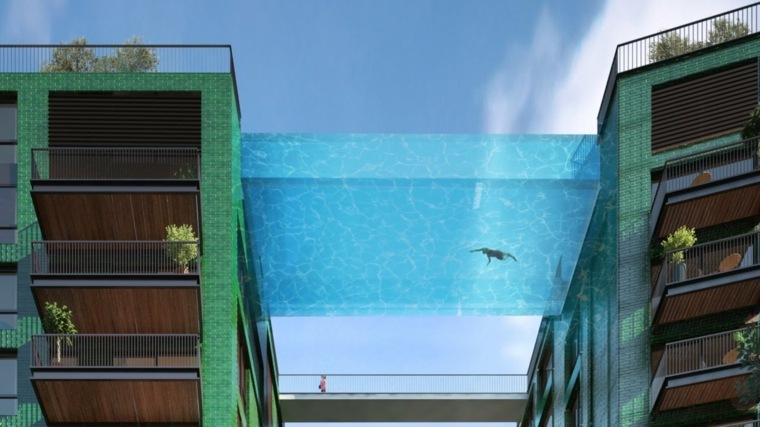 piscina-transparente-entre-edificios