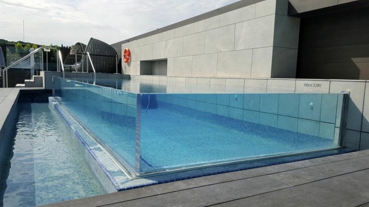 piscinas transparentes-en-el-tejado