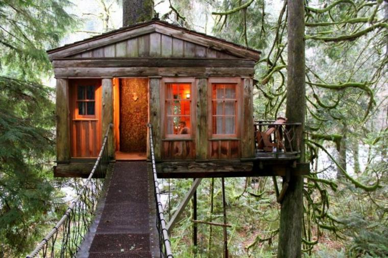 casitas de madera en los árboles