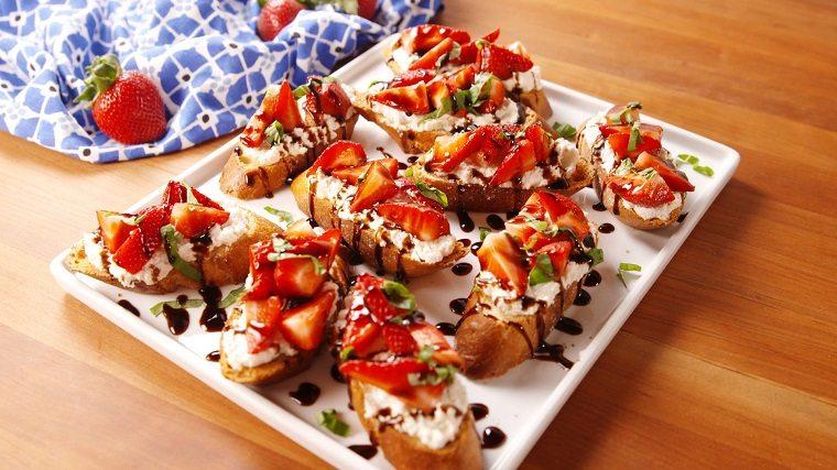 recetas-sencillas-opciones-fiesta-ideas-tostadas-fresa