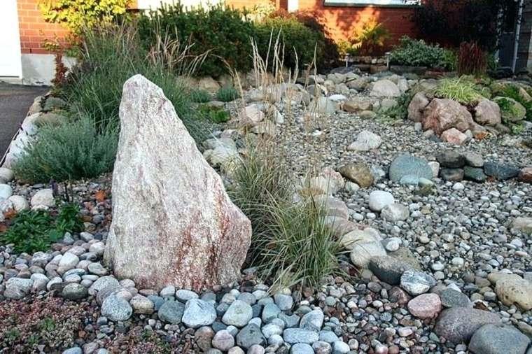 roca-grande-en-el-jardin