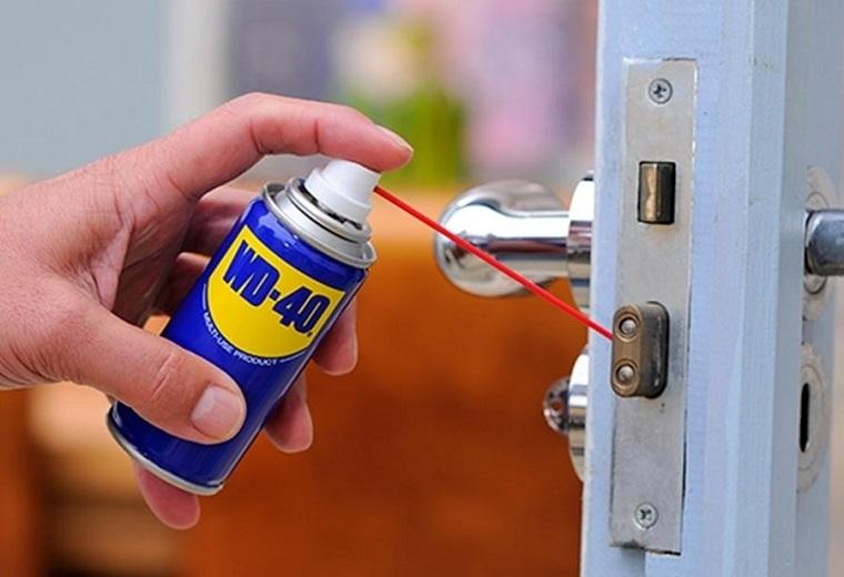 spray-wd-40-trucos-utiliza-cerradura-puerta