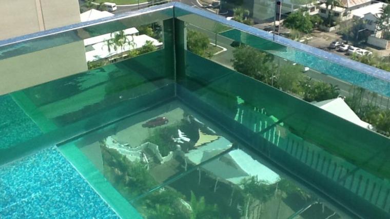 suelo-de-cristal-piscina