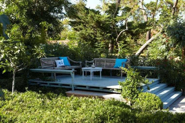 terraza-suelo-madera-muebles-jardin-rustico