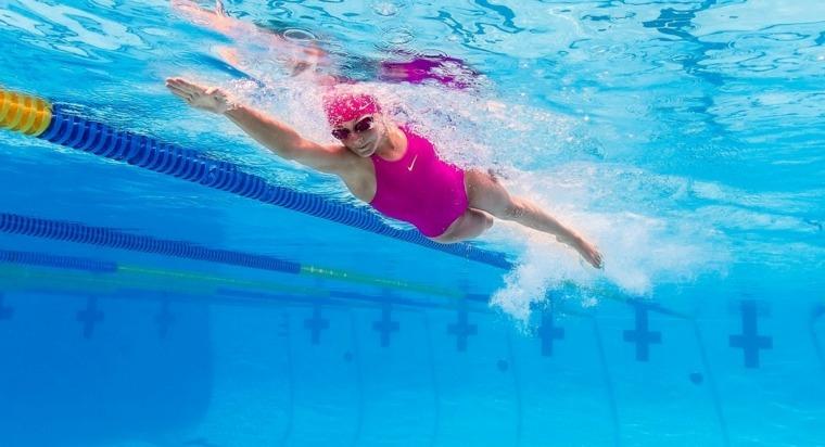 adelgazar-con-natación