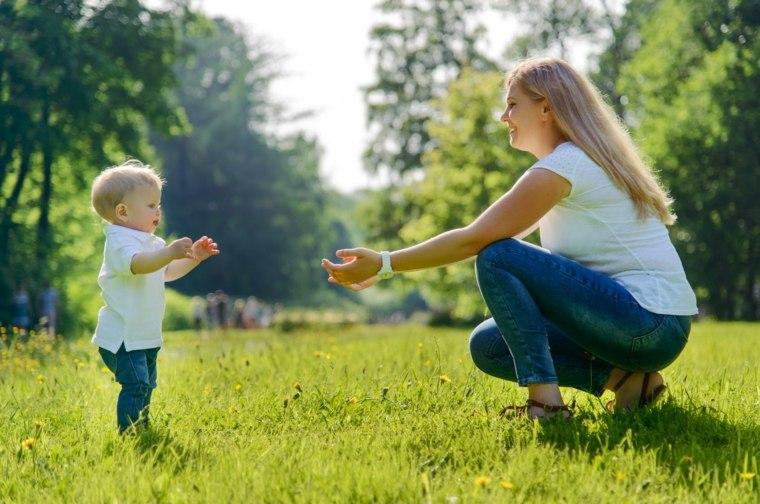 bebé-aprendiendo-a-caminar