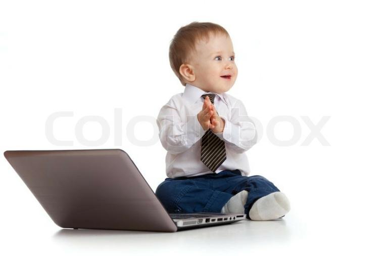 bebé-con-ordenador