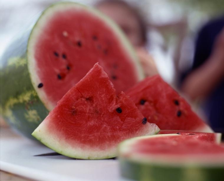 beneficios de la sandía-comida-frutas-hombres-mujeres-ninos