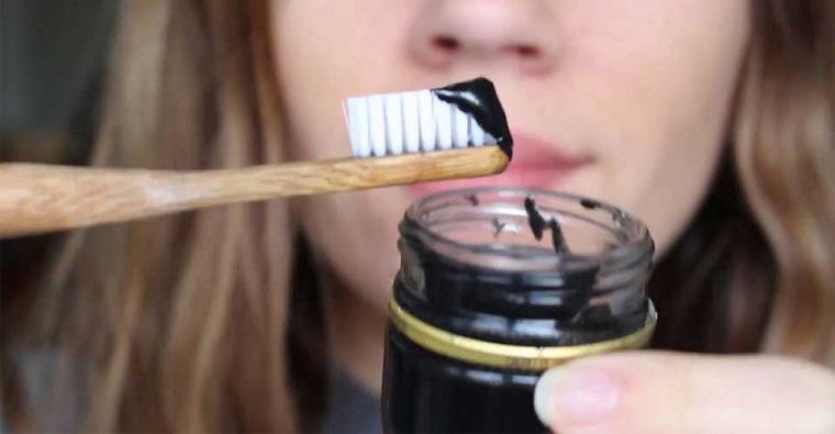 blanquear-dientes-carbon-activado