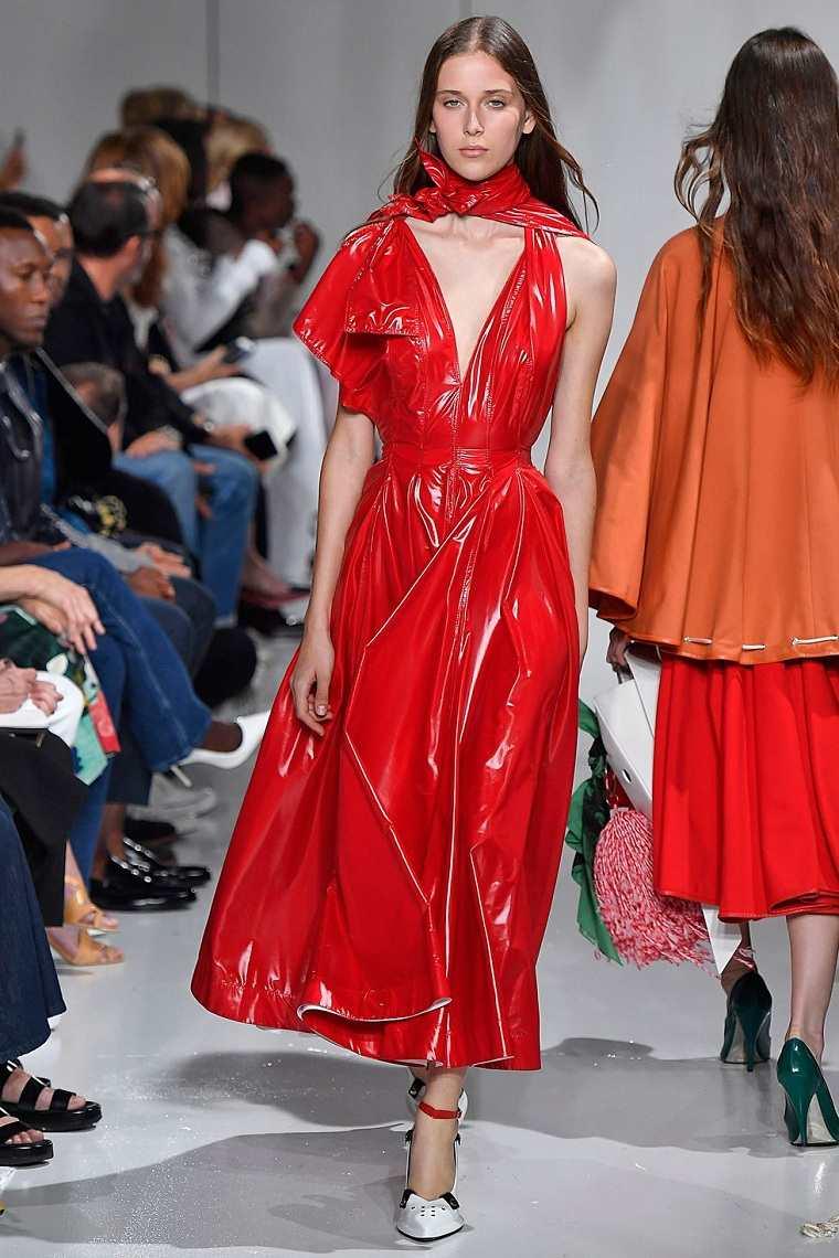 calvin-klein-vestido-rojo-materia-pastica