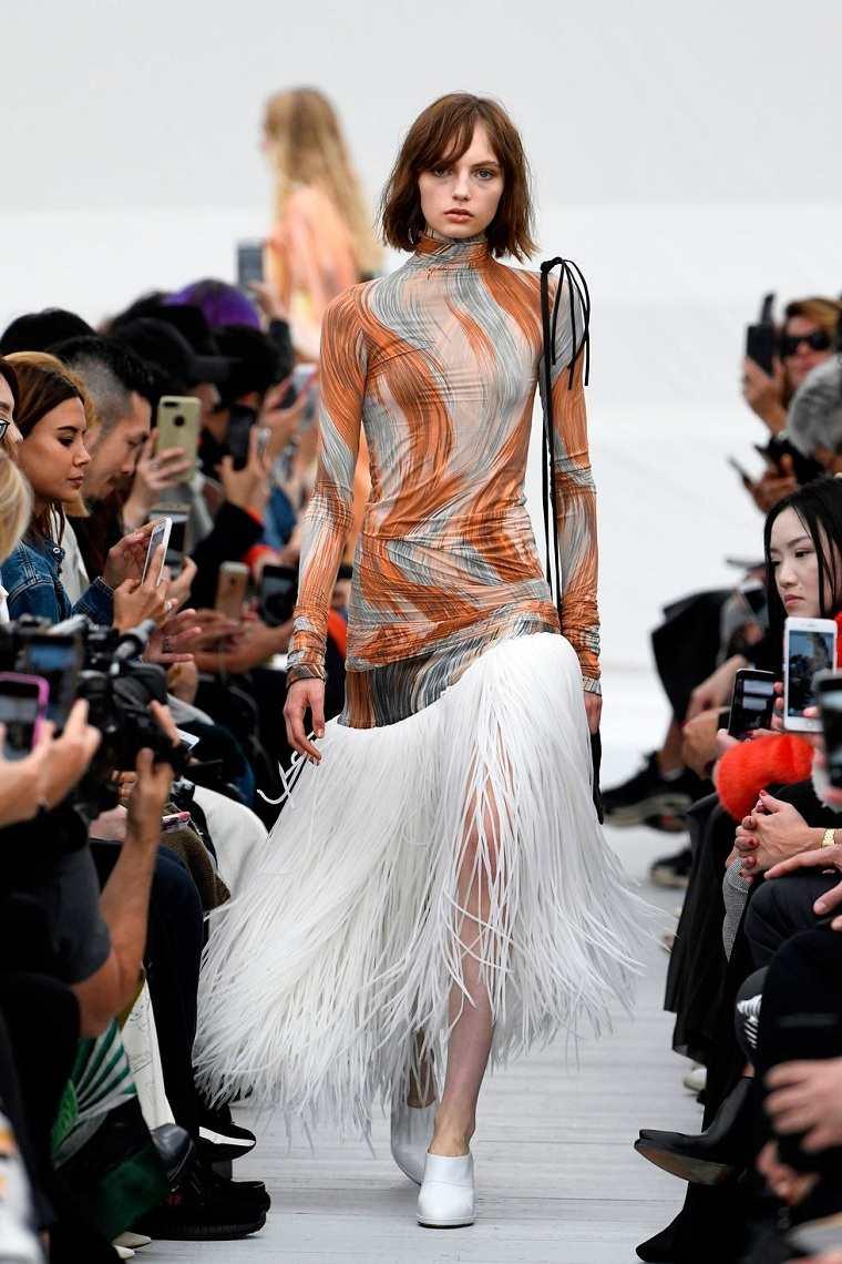 celine-vestido-decorado-flecos-tendencia-2018