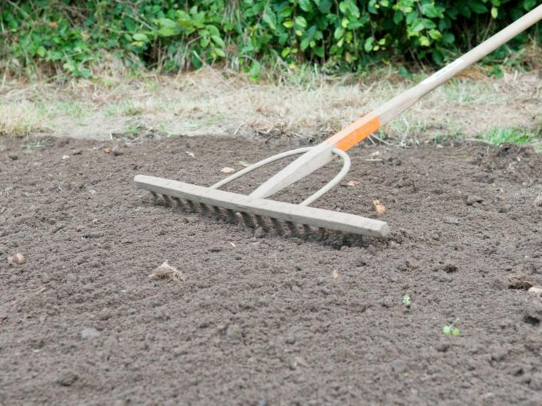 cesped preparacion-tierra-mantenimiento
