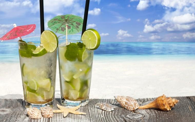 cocteles con alcohol-verano-agua-coco
