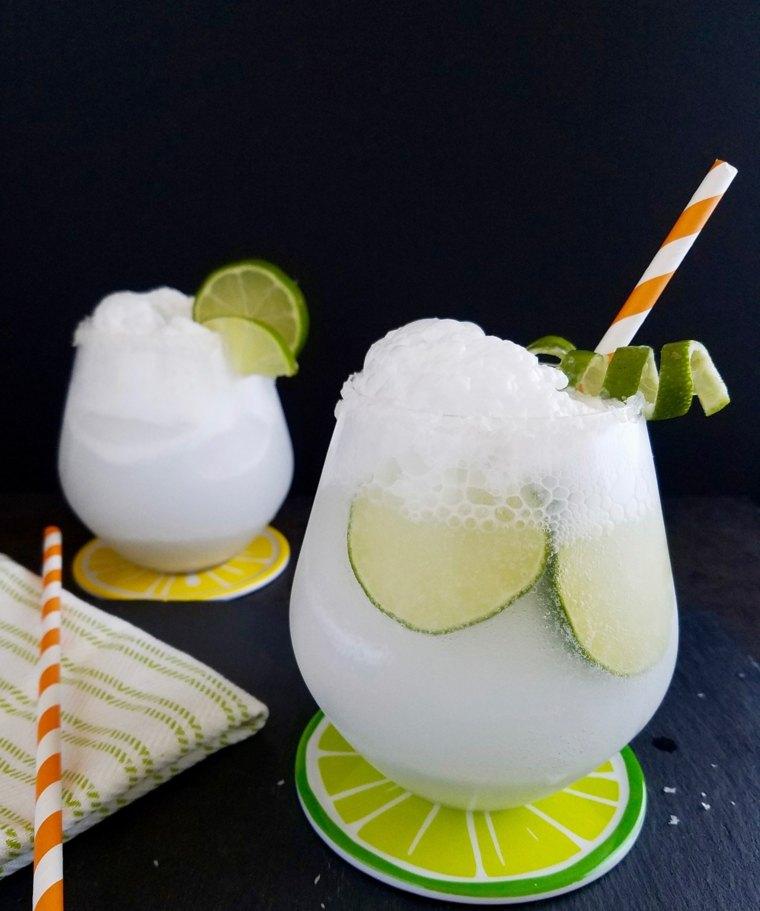 cocteles sin alcohol-caseros-agua-coco
