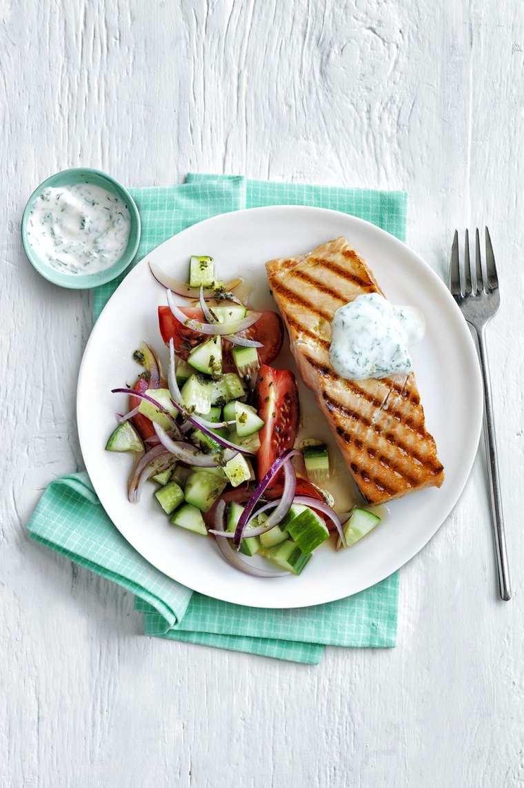 comidas fáciles y ricas-salmon-ensalada-griega
