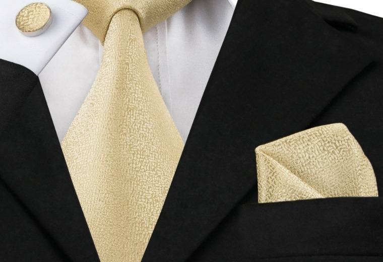como-atar-una-corbata-facil-casa-resized
