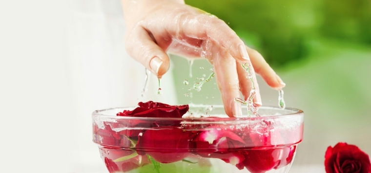 como hacer shampoo-casero-agua-rosas-vinagre