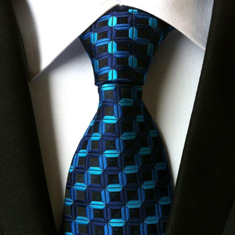 como poner una corbata-facil-casa