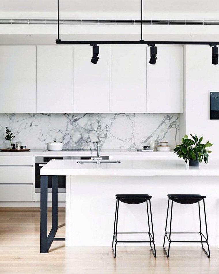 decoración para cocinas blanco-detalles-negros-salpicadero-marmol