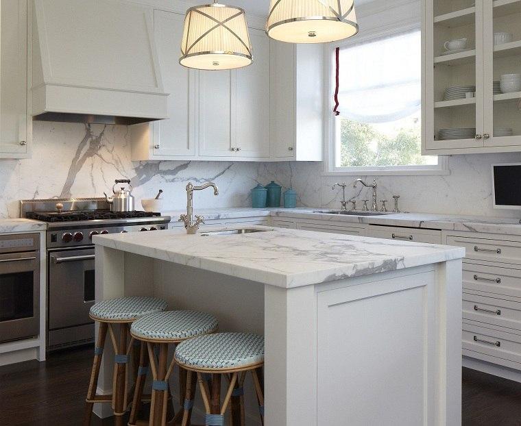 decoracion-para-cocinas-muebles-blancos-estilo-clasico