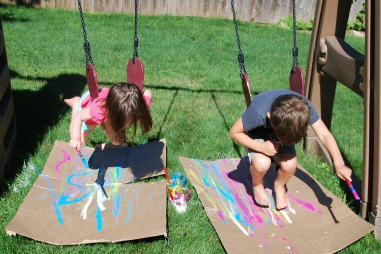 dibujando-en-el-patio