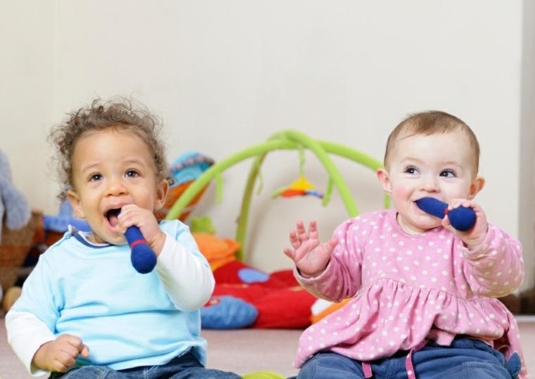 dos-bebés-felices