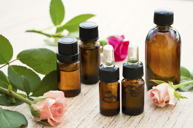 elaboracion de shampoo-casero-agua-rosas