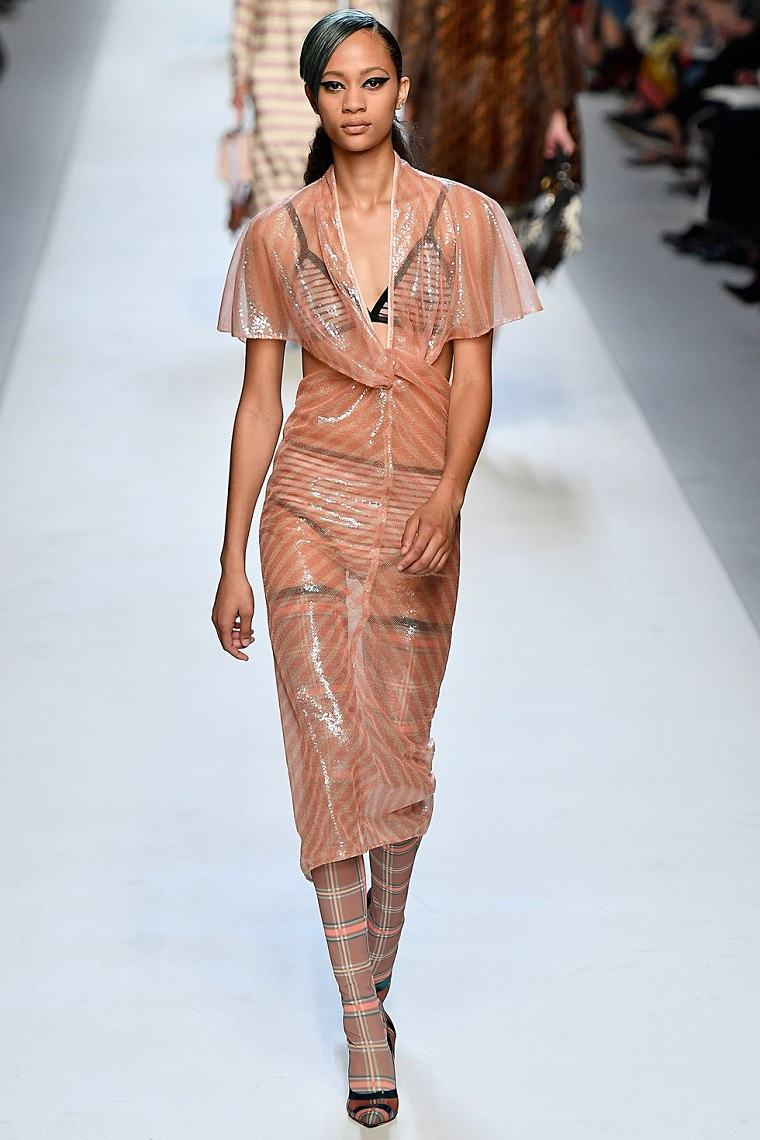 fendi-vestido-tobillo-materia-plastica