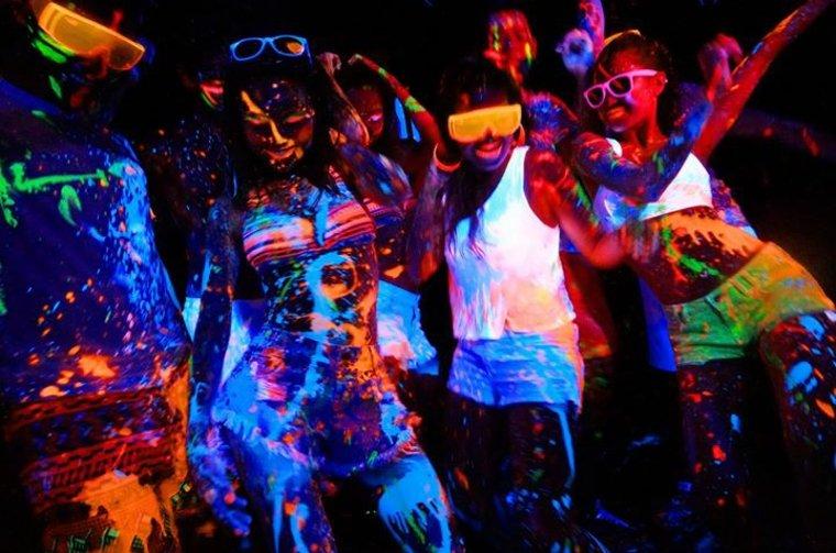fiesta fluorescente bailes