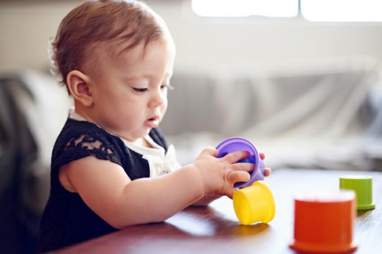 juegos-para niños de un año construir