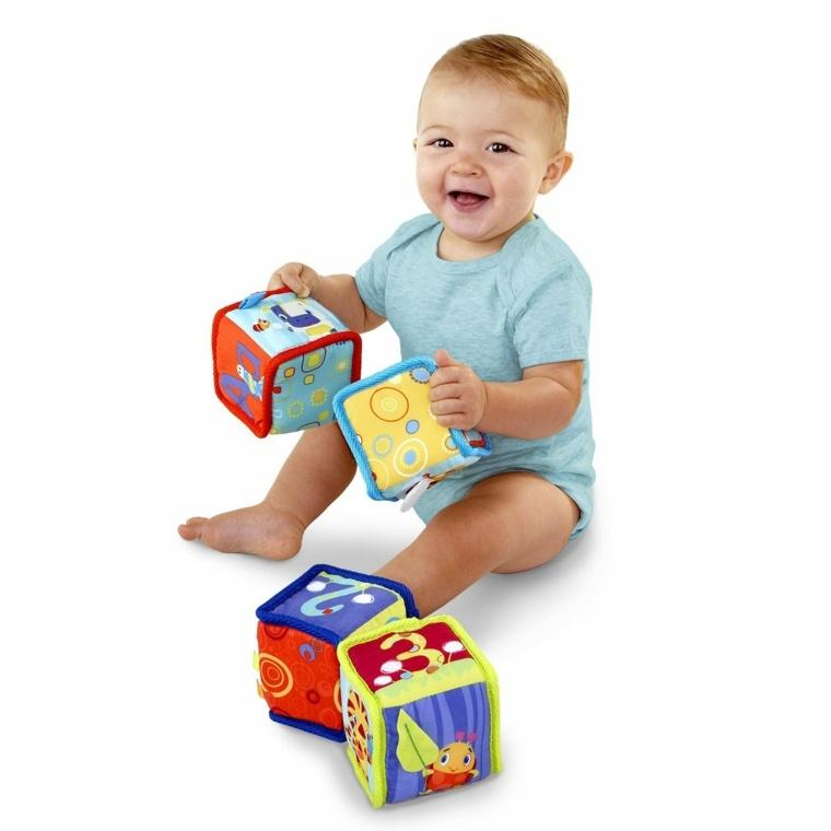 juegos-para-niños-de-un-año-cubos