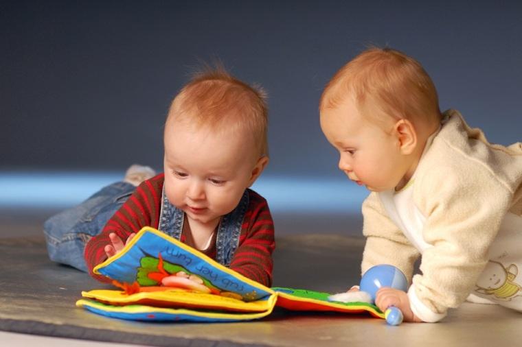 juegos para niños de un año libros