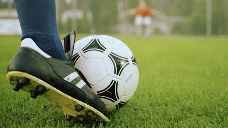 jugar-al-futbol