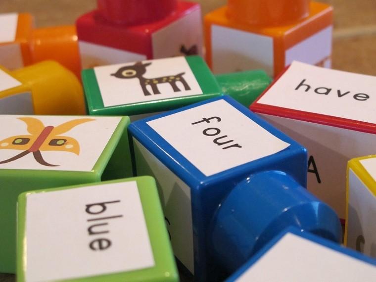 juguetes de lego-ideas-usos-aprender-silabas