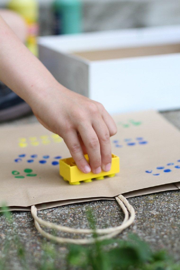 juguetes-de-lego-ideas-usos-decorar-bolsas-regalo