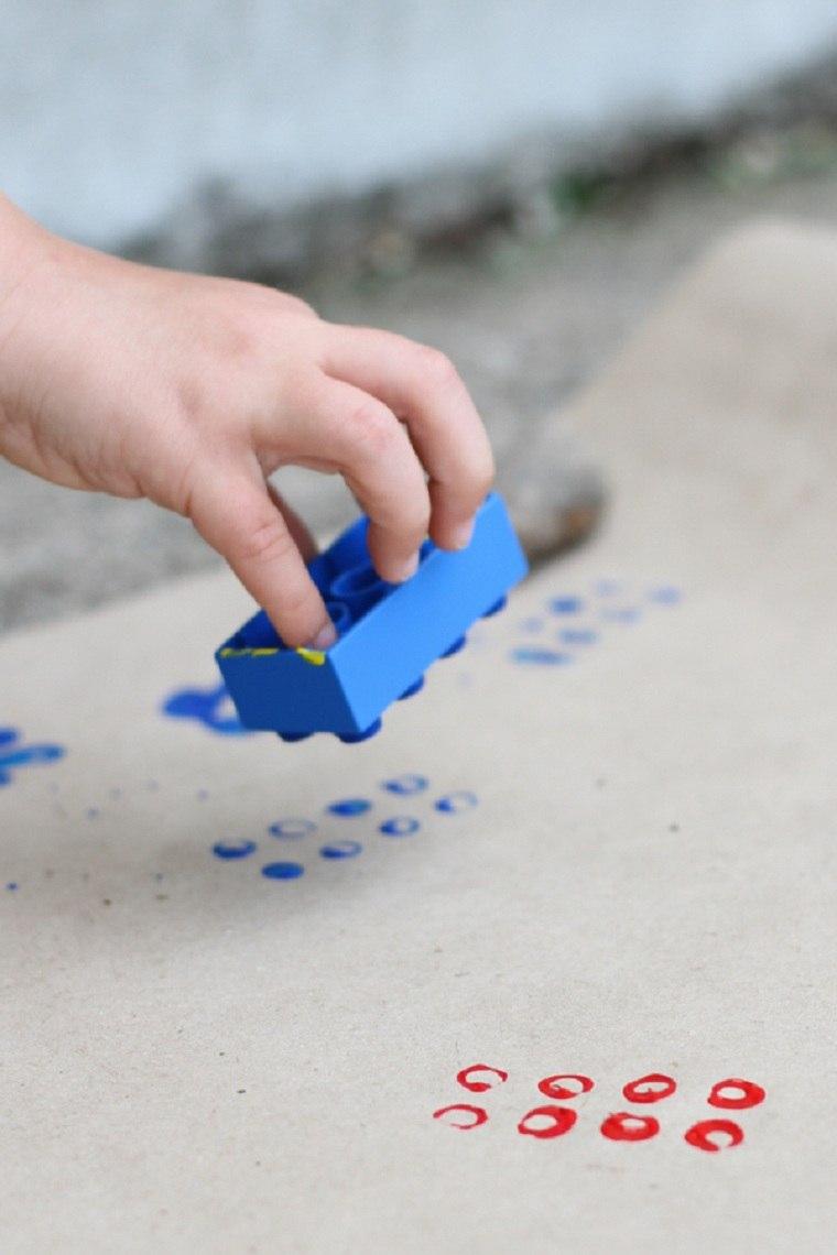 juguetes-de-lego-ideas-usos-decorar-papel-regalo