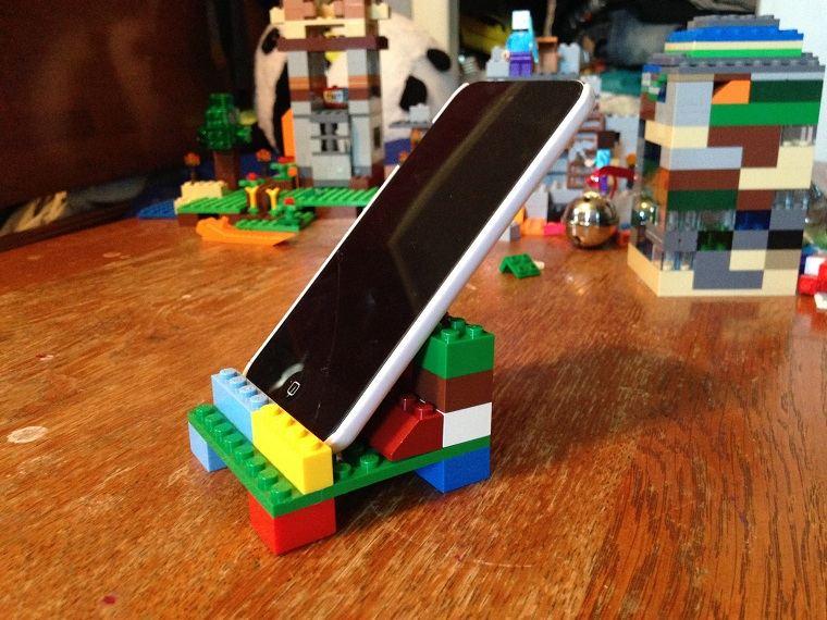 juguetes-de-lego-ideas-usos-sujetar-telefono