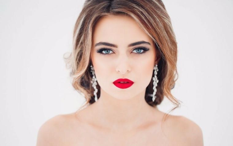 maquillaje discreto de dia-pintalabios-rojo
