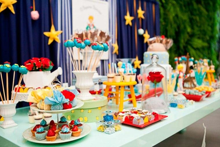 mesa-decorada-con-el-pastel