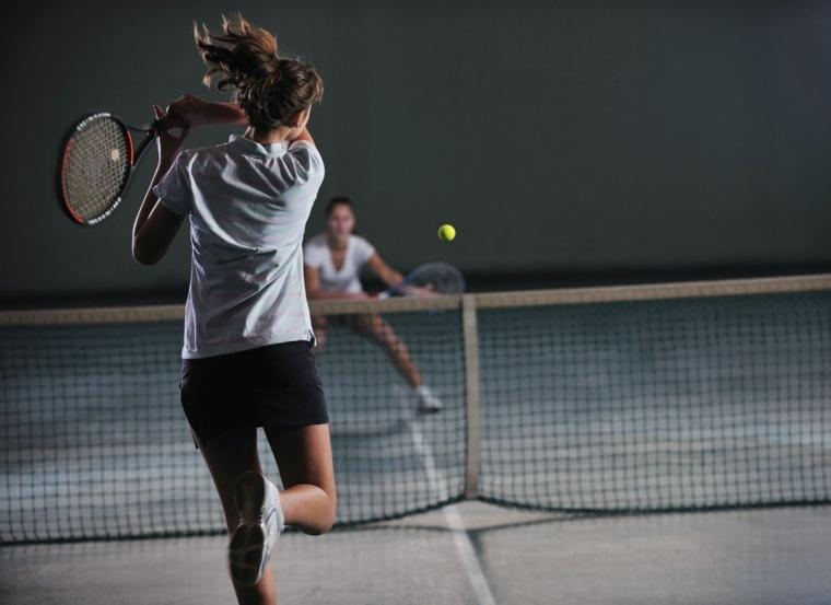 mujeres-jugando-al-tenis